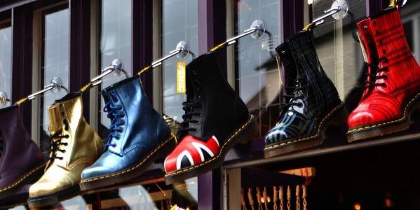 Cómo combinar zapatos de charol