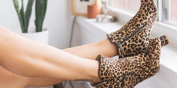 Cómo combinar zapatos de animal print
