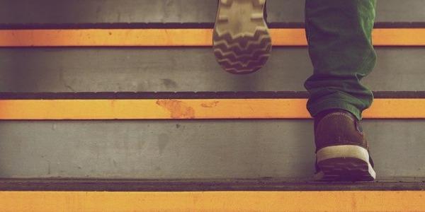 Qué puede indicarte el desgaste de la suela de tus zapatos