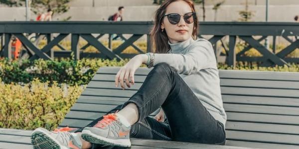 Consejos para combinar zapatillas deportivas
